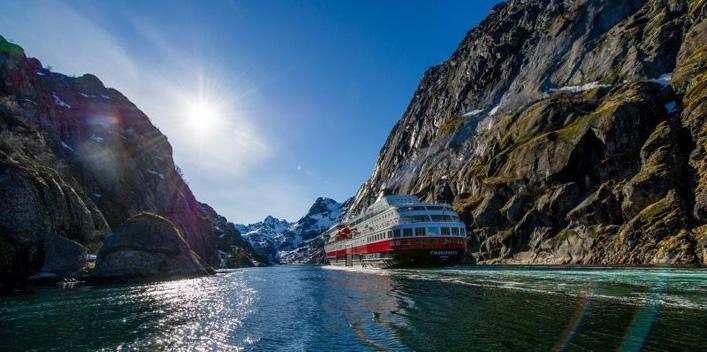 Schiff Hurtigruten